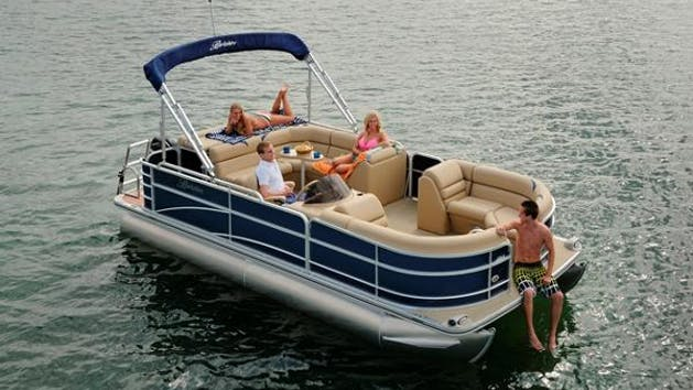 Pontoon boat rental Lake Norman